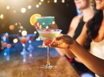 Cropped shot of women drinking cocktails in a nightclubhttp://195.154.178.81/DATA/i_collage/pu/shoots/805548.jpg